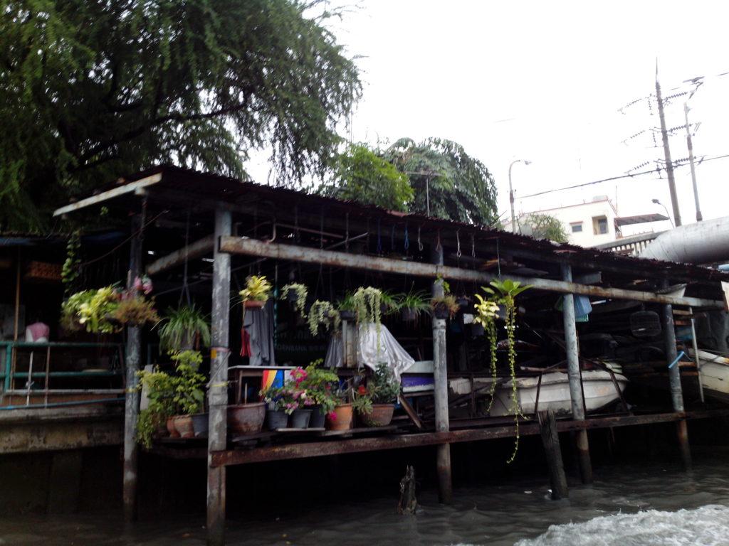 Canalside home in Bangkok